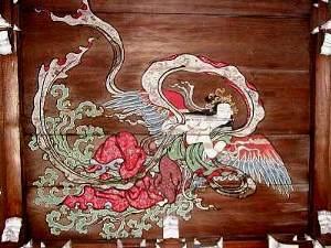 琴をひく天女吉祥天迦陵頻伽(かりょうびんが) 仏殿の天井画:龍仏殿屋根の鬼板の三つ葉葵の紋 仏殿